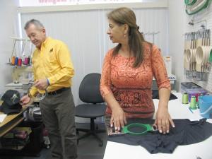 Efrain Guevara trabaja con su esposa Rocio Celis en el Magic Lion Embroidery ubicado en 18 Laurie Street, Melbourne, FL 32935. Para más información llamar al 321-255-3913.